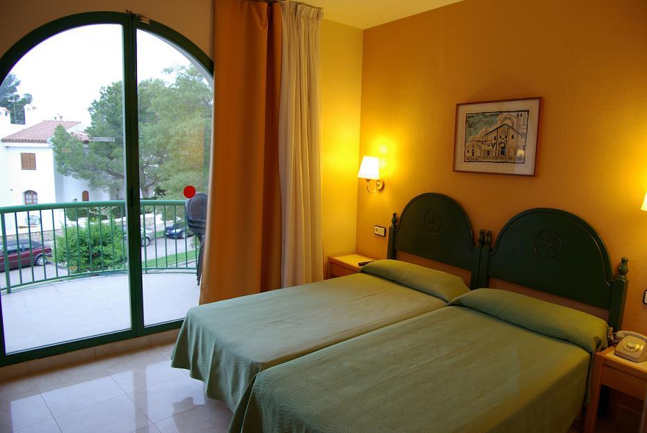 Логотип Отель Pino Alto Hotel на пляже в Таррагоне.