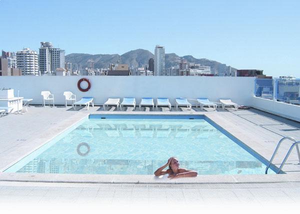 Hoteles en la costa blanca de benidorm sun confort for Hoteles familiares en benidorm