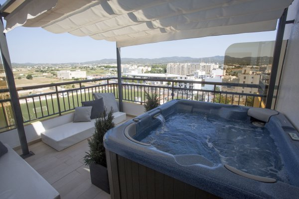 Suite with private outdoor jacuzzi