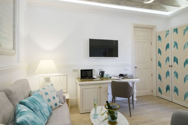 Junior Suite (living room or roof terrace request)- 30m2