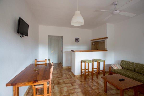 http://secure.neobookings.com/thumbs/ha4453-4363-apartamento-a_600x400.jpg