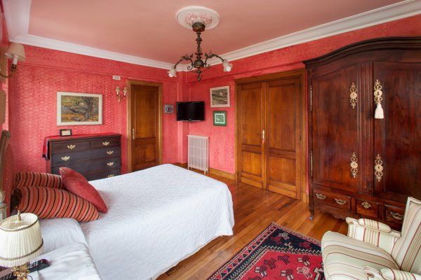 Double Room (extra beds available)