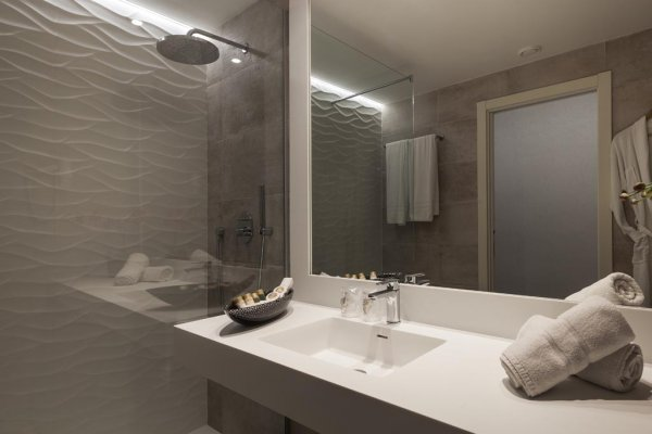 http://secure.neobookings.com/thumbs/ha519-0146-habitacion-triple_600x400.jpg