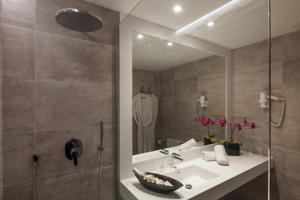 http://secure.neobookings.com/thumbs/ha519-4902-habitacion-triple_600x400.jpg