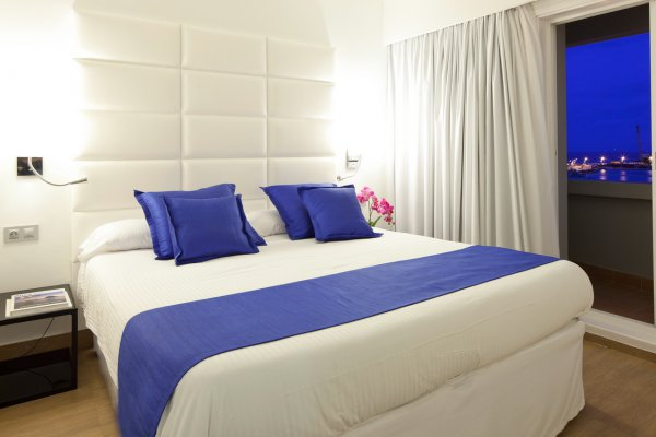 http://secure.neobookings.com/thumbs/ha544-3561-suite-dalt-vila-69m2_600x400.jpg