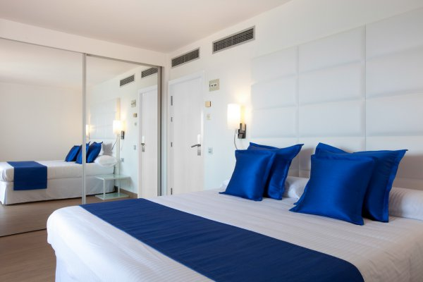 http://secure.neobookings.com/thumbs/ha545-0290-suite-ibiza-82m2_600x400.jpg