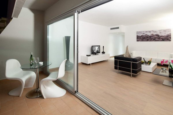 http://secure.neobookings.com/thumbs/ha547-0463-suite-corso-125m2_600x400.jpg