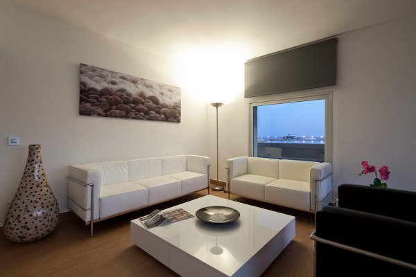 http://secure.neobookings.com/thumbs/ha547-1873-suite-corso-125m2_600x400.jpg