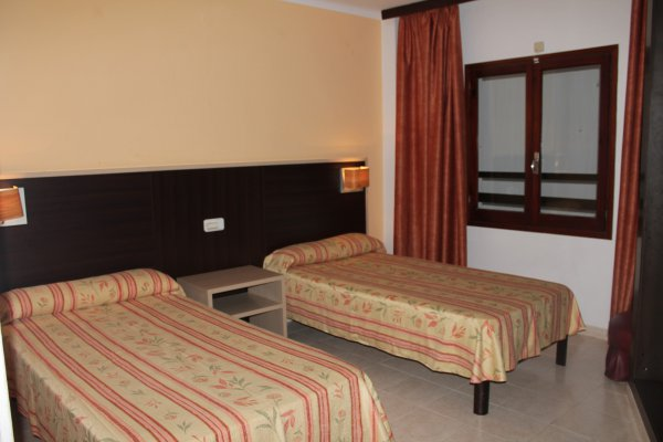 2 Connecting Double Rooms